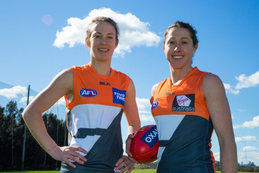 two female afl players